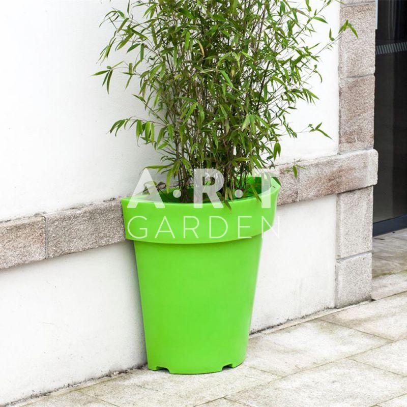 Demi pot rond plastique gain de place pour trottoir et all e - Pot de fleur a accrocher ...