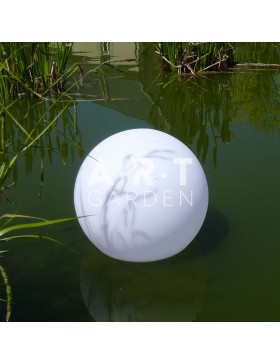 Boule lumineuse nomade étanche Bulo sur l'eau
